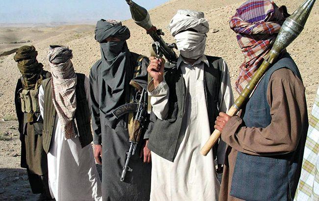 """В Афганістані бойовики """"Талібану"""" атакували військову базу, загинули 126 осіб"""