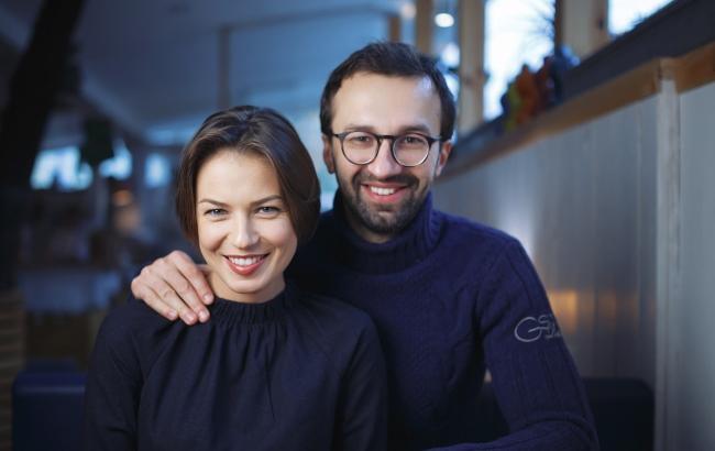Фото: Анастасія Топольская і Сергій Лещенко (tabloid.pravda.com.ua)