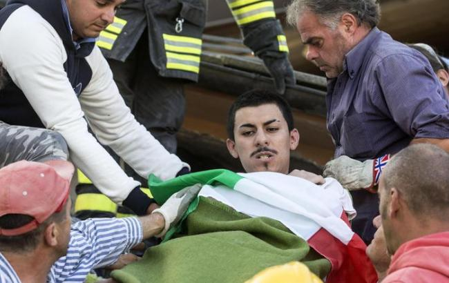Фото: в Италии продолжаются спасательные операции