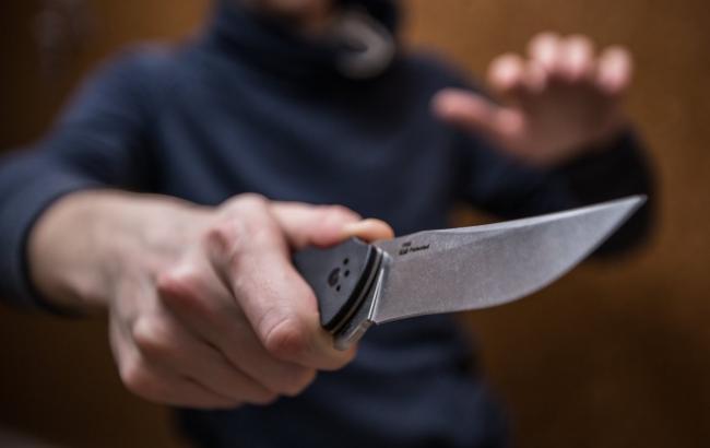 В Полтавской области на полицейского напали с ножом
