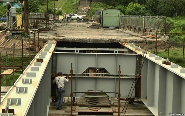 """Фото: ремонтные работы на месте моста (источник """"Радио Свобода"""")"""