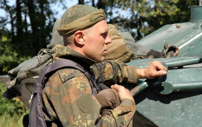 В результаті обстрілу бойовиками позицій сил АТО в районі Щастя загинув 1 український військовослужбовець, - штаб
