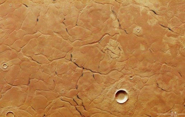 """Фото: Загадочный """"лабиринт"""" на Марсе (esa.int)"""