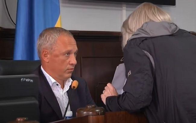 В Черновцах женщина пыталась напасть на мэра на сессии горсовета, ей грозит штраф