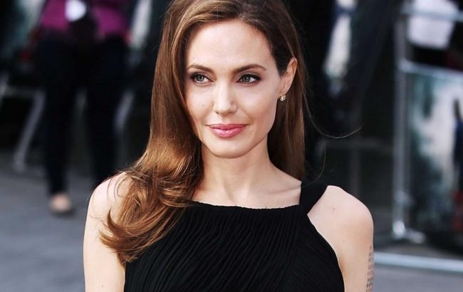 Фото: Анджелина Джоли (emaze.com)