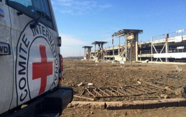 """Фото: """"Красный крест"""" на Донбассе"""