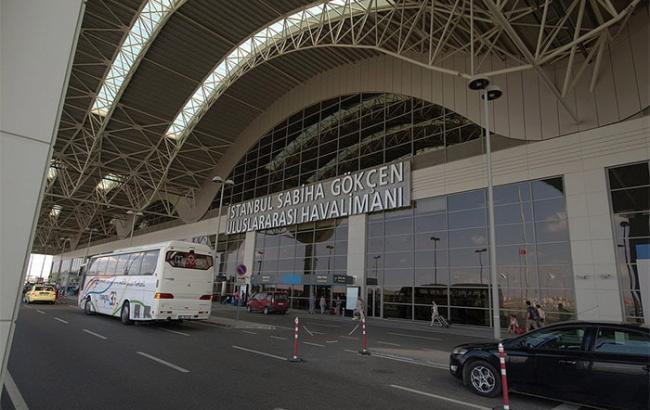 У лікарні померла жінка, яка постраждала від вибуху в аеропорту Стамбула