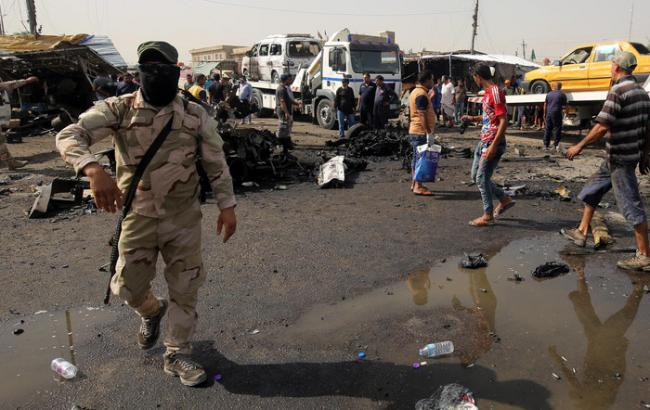 При взрыве наплощади впригороде Багдада погибли десятки человек