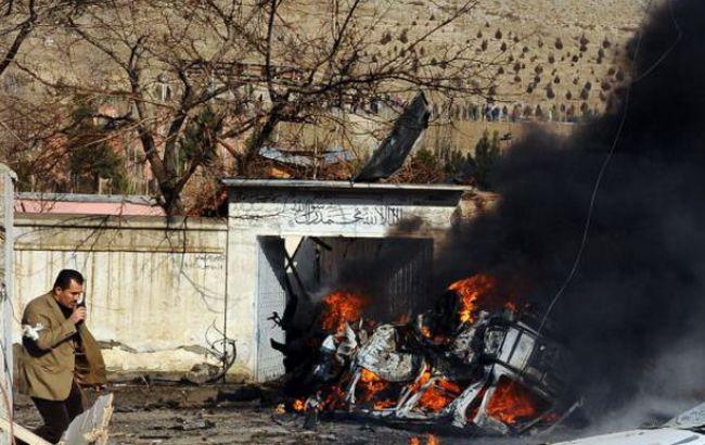 У Кабулі смертники підірвали конвой поліції, десятки загиблих