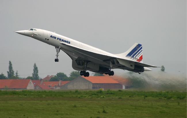 """Пассажиров рейса Air France попросили """"скинуться"""" на топливо"""