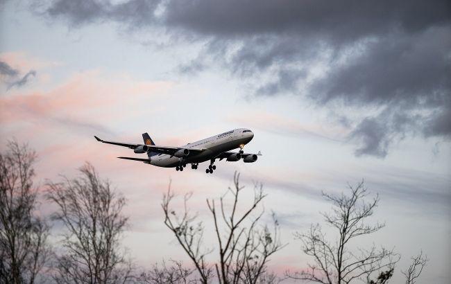 Стюардесса откровенно рассказала, почему не стоит пить кофе в самолете