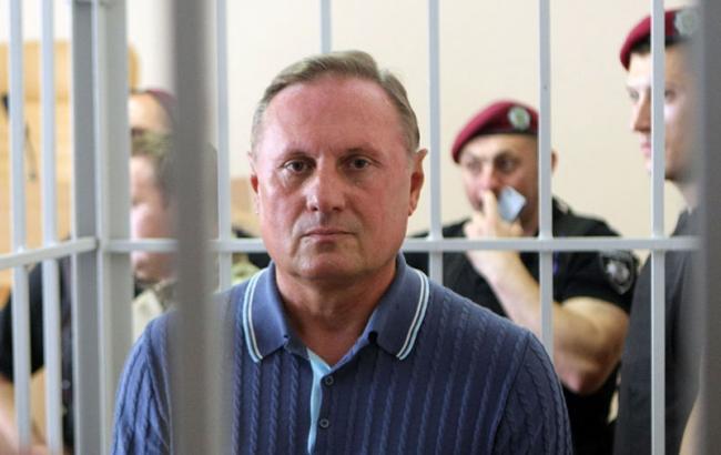 Ефремова выпустили из«клетки» всуде на совещание