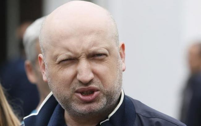 Всі вантажні перевезення через лінію розмежування на Донбасі перекриті, - Турчинов