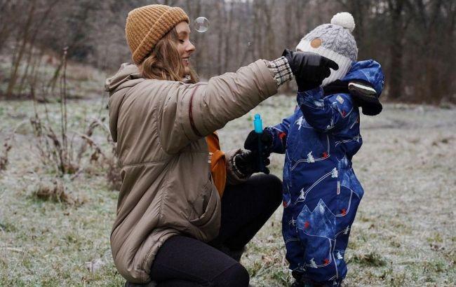 Красивые и уютные: Алена Шоптенко порадовала поклонников зимними фото с сыном