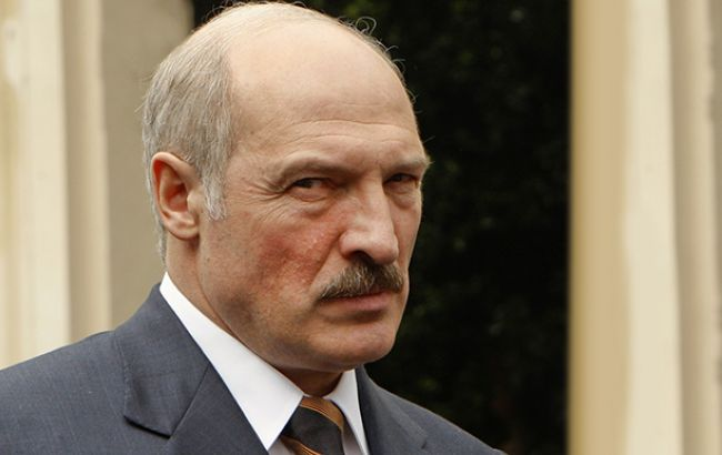 Президент Білорусі Олександр Лукашенко своїм указом зобов'язав операторів зв'язку надавати всю необхідну спецслужбам інформацію про абонентів