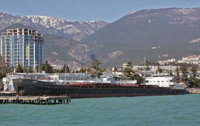Суд Києва заарештував молдавське судно за ремонт в Криму