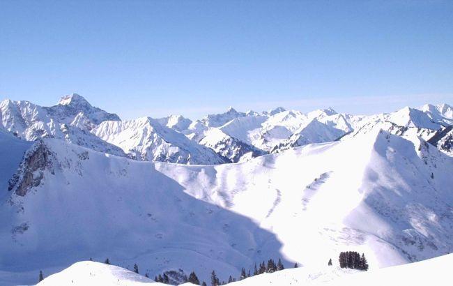 В австрийских Альпах 3 человека сорвались со спасательного вертолета