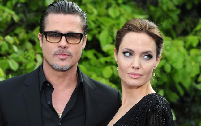 Фото: Брэд Питт и Анджелина Джоли (socialitelife.com)