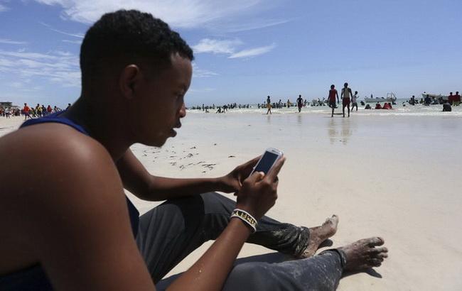 Фото: мобильные жители Анголы (African Business Magazine)