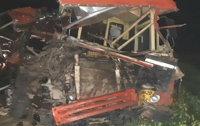 В Індії автобус зіткнувся з вантажівкою, більше десятка загиблих