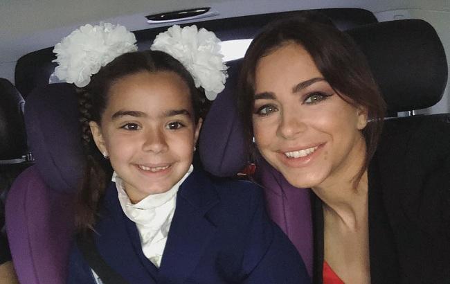 Провели в первый класс: Ани Лорак воссоединилась с мужем ради дочери
