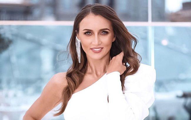 Не ходит в тренажерку: Анна Ризатдинова поделилась лайфхаком, как за утро похудеть на кило