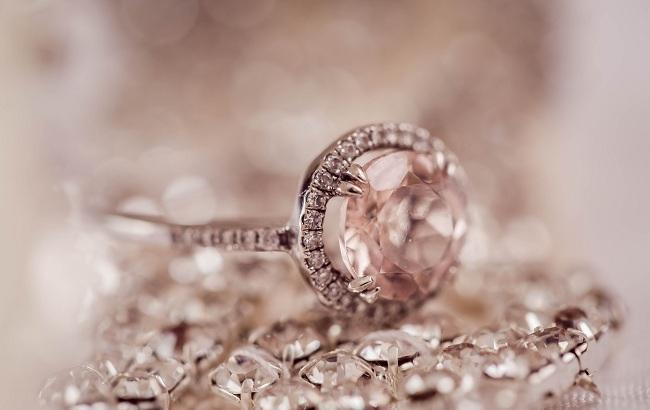 Мешканка США випадково знайшла унікальний алмаз у свій день народження