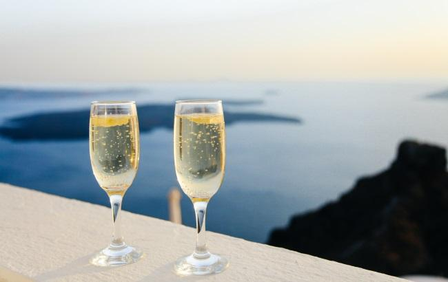 Фото: Шампанське (unsplash.com/Anthony Delanoix)