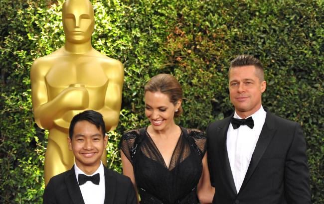 Фото: Меддокс, Анджеліна Джолі і Бред Пітт (theepochtimes.com)