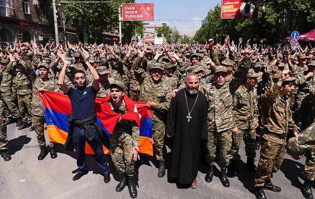 Фото: протесты в Ереване (twitter.com-ArbagoKorolev)
