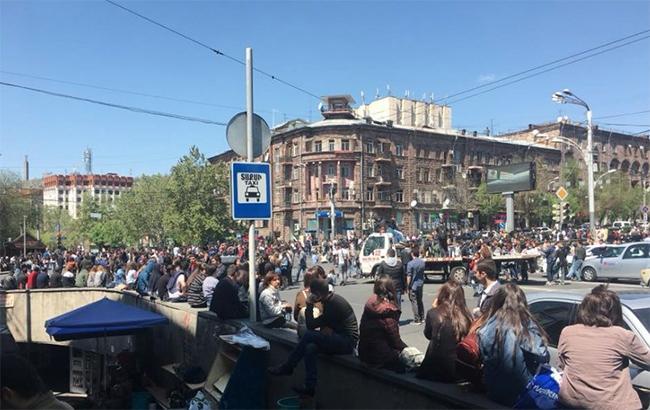 Протесты в Ереване: между полицией и студентами произошла потасовка