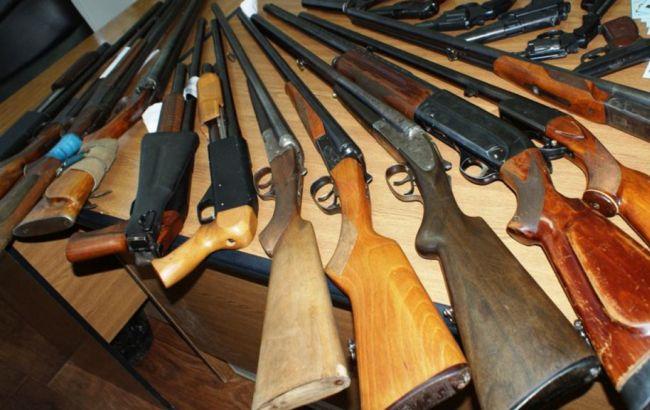 Фото: завтра стартує місячник добровільної здачі зброї