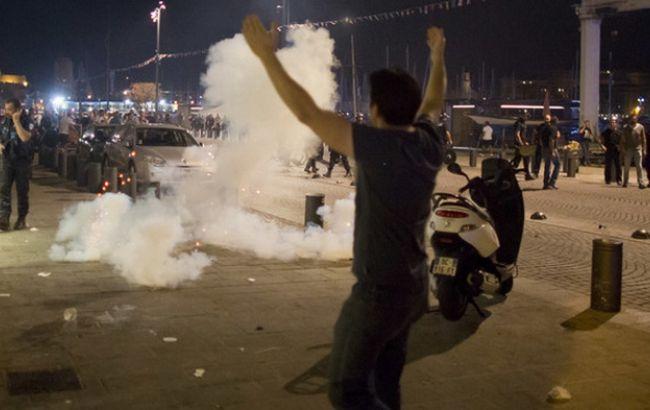Фото: у Марселі фанати з Англії спровокували бійку
