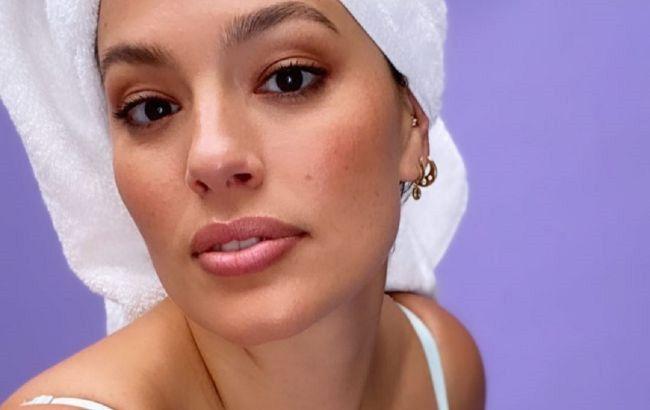 Гола у ванній: Ешлі Грем показала розкішне тіло на гарячому домашньому фото