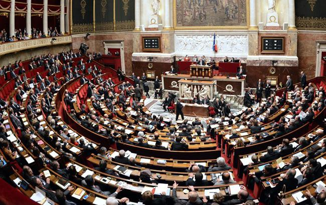 Нижняя палата парламента Франции приняла закон отюремном заключении для нелегалов