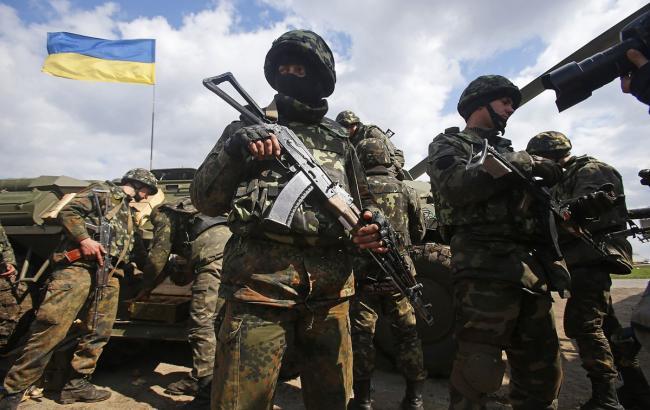 Бойовики продовжують обстрілювати позиції сил АТО, - штаб