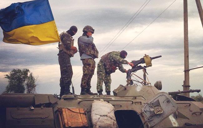 Внаслідок обстрілів бойовиків в зоні АТО поранено одного українського військового, - штаб