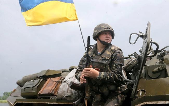В зоні АТО внаслідок обстрілів поранено 3 українських військових, - штаб