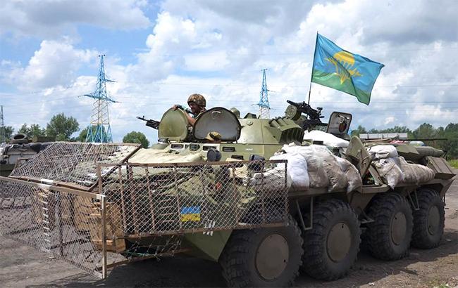 В зоні АТО внаслідок обстрілів загинув один український військовий, 8 поранено, - штаб