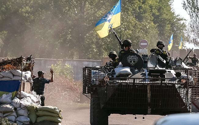 Внаслідок обстрілів бойовиків на Донбасі поранено 2 українських військових