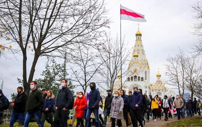 Протести в Білорусі: бронетехніка в Мінську, стрільба силовиків і затримання