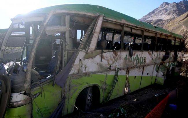 Фото: в Аргентине перевернулся автобус, следовавший на отдаленной горной дороге в Андах в Чили