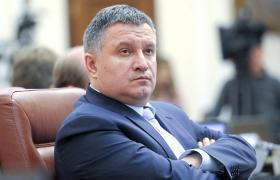Не дивлячиьс на гучні скандали в правоохоронних органах, Арсен Аваков залишається керувати МВС України