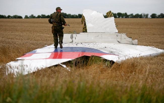 Фото: крушение Boeing на Донбассе