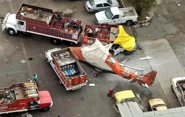 В Мексике вертолет упал на газовоз, пострадали 5 человек