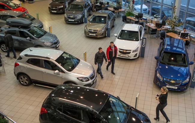 Ринок нових легкових авто за 10 міс. знизився на 56% до майже 36 тис. штук