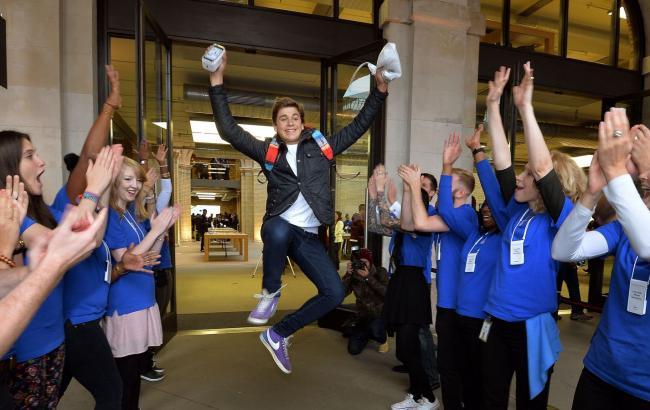Фото: першими покупцями iPhone 7 стали п'ятеро студентів з Австралії