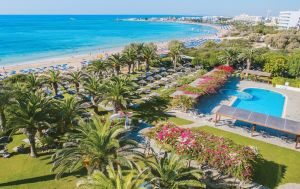 Золотой песок и бирюзовая вода: какой курорт Кипра выбрать для отдыха на море
