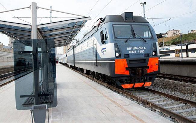 """Фото: поезд """"Азербайджанской железной дороги"""" (facebook.com/ADYQSC)"""