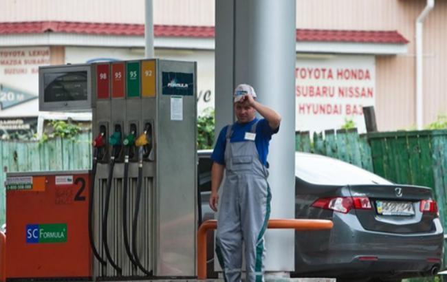 Фото: роздрібні продажі бензину істотно зменшилися